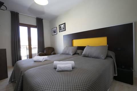 26011-hotel-roses-room--14-.jpg