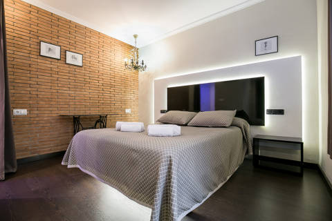 38d65-hotel-roses-room--33-.jpg
