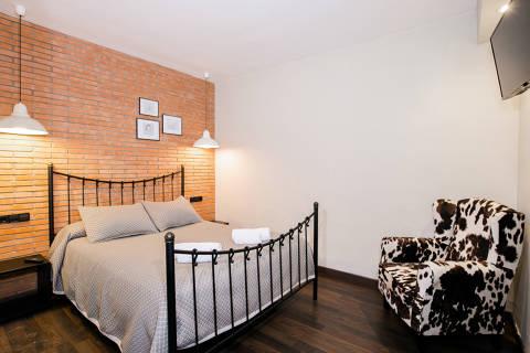 4d009-hotel-roses-room--12-.jpg