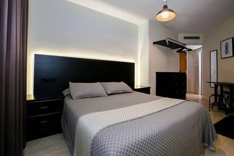 4ddf4-hotel-roses-room--5-.jpg