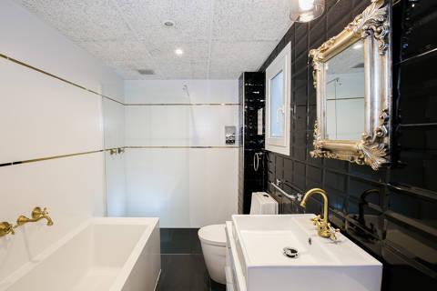 64268-hotel-roses-room--6-.jpg