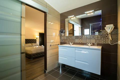 73135-hotel-roses-room--37-.jpg