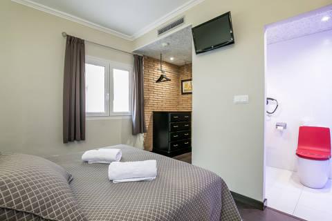 743f4-hotel-roses-room--35-.jpg