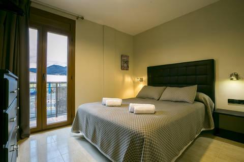 819fa-hotel-roses-room--1-.jpg