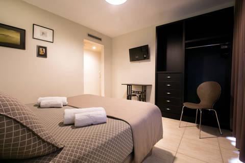 abf32-habitacio-matrimoni-hotel--1-.jpg