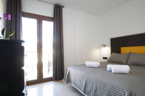 b075b-hotel-roses-room--19-.jpg