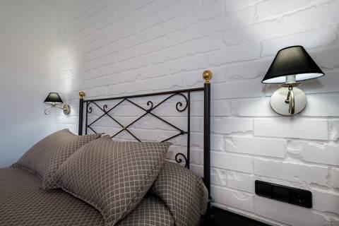 bf48a-hotel-roses-room--24-.jpg