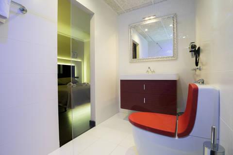 c353f-hotel-roses-room--34-.jpg